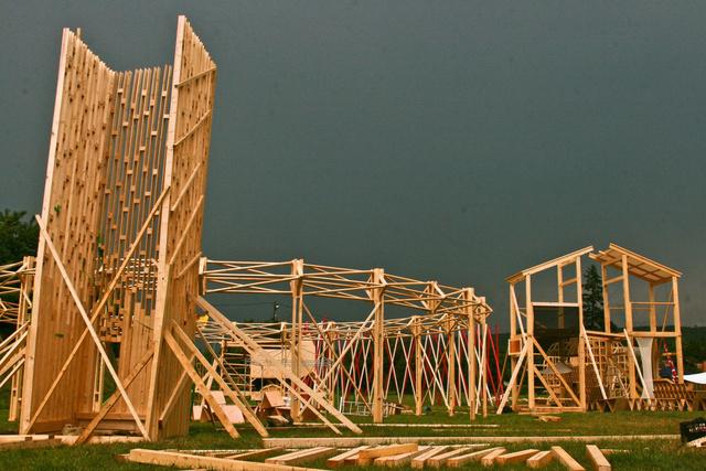 Az eseményre a világ több, mint harminc országából érkeztek építészek és diákok.