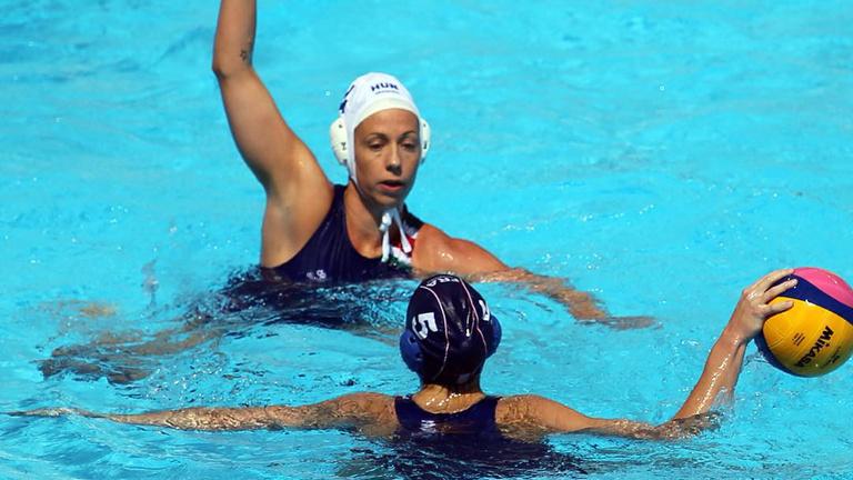Kiütéssel nyolcaddöntősök a női pólósok