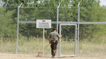 Munkanélkülieket hívtak be kerítést építeni
