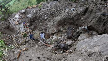 Legalább harmincan meghaltak a nepáli sárlavina miatt