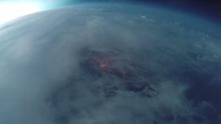 Csodás magyar videó: villámok 30 kilométer magasból
