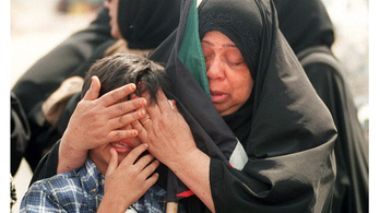 Irak 25 éve rohanta le Kuvaitot