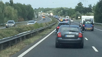 Máris beállt az M7-es Budapest felé