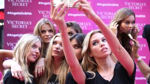 Selena Gomez számára tátognak a Victoria's Secret modelljei