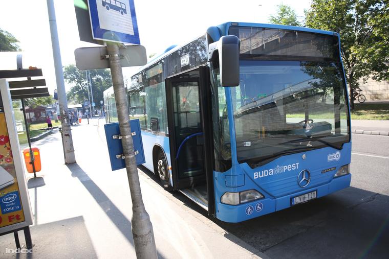 Képünk csak illusztráció. Ilyen típusú buszon történt a baleset.
