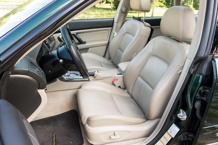 A Subaru jó bőröket csinál, láttunk már 300 ezres Legacyt, abban is ilyen volt