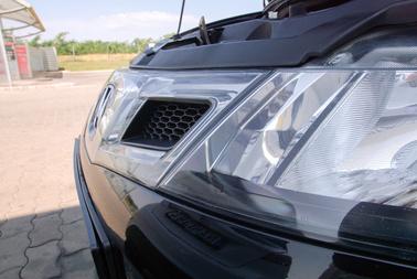 A középrész ára 70 ezer forint, a fényszóróké kiviteltől függ. A facelift utáni változatok már nem mattulnak és sárgulnak olyan gyorsan