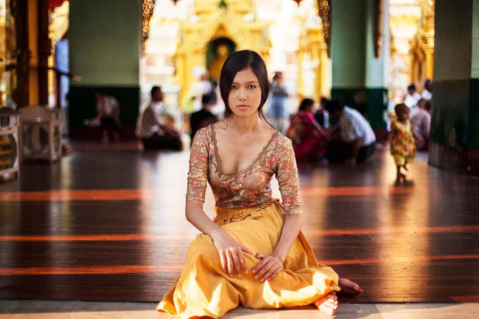 vagy egy buddhista templomban Mianmarban.