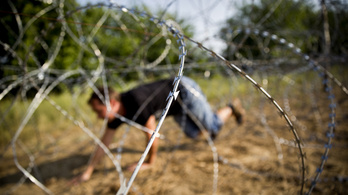 Átmásztunk a határkerítés alatt, nem volt nagy kunszt