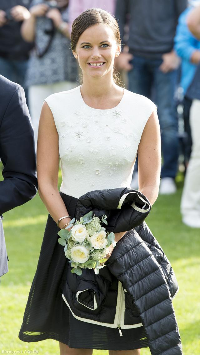 Az egyik legsármosabb európai előkelőségként számon tartott Károly Fülöp alig pár hónapja vette nőül Sofia Hellqvistet, aki a hercegnői cím előtt jógaoktatóként majd pincérnőként dolgozott.