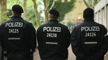 Rendőrdökre támadt egy szélsőséges Németországban