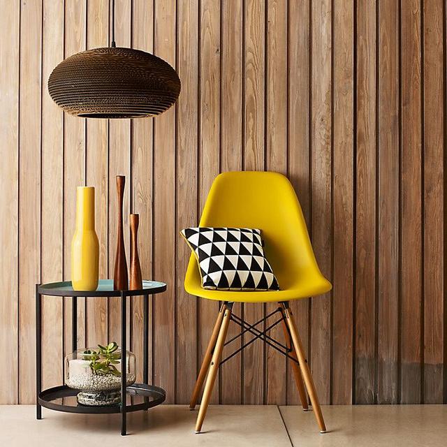 Az elsárgult falevél szín garantáltan lágyságot visz az lakásba. A kényes, ámde annál semlegesebb bézses tölgyfa szín jól mutat a konyhában, a fürdőben és a gyerekszobában is.