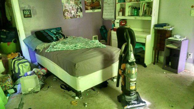 A tizenévesem szobája. Ilyen rend nem volt benne amióta...., asszem még soha - írta a HuffPo olvasója a kép mellé.