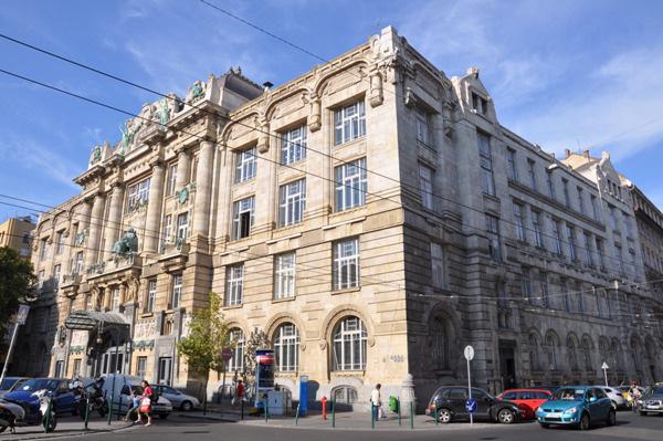 W52 évnyitóA Liszt téri épületben is megkezdődtek már a munkák. Erről is hamarosan beszámolunk.