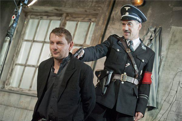 Fesztbaum Béla és Mihályfi Balázs a Pesti Színház Az álomkommandó c. előadásában