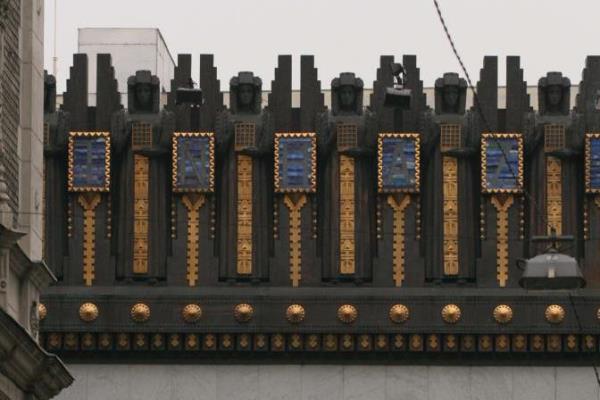 Az Újszínház homlokzata