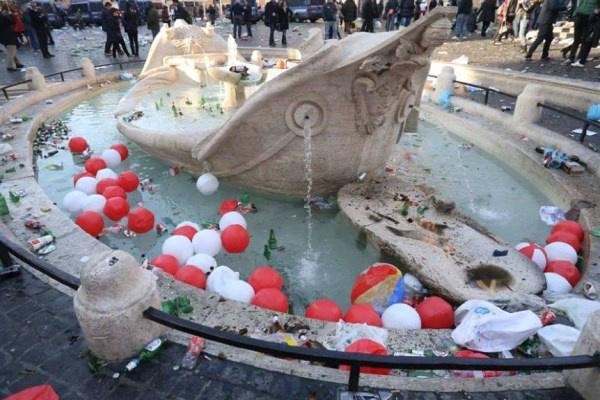 Megrongált kút Rómában