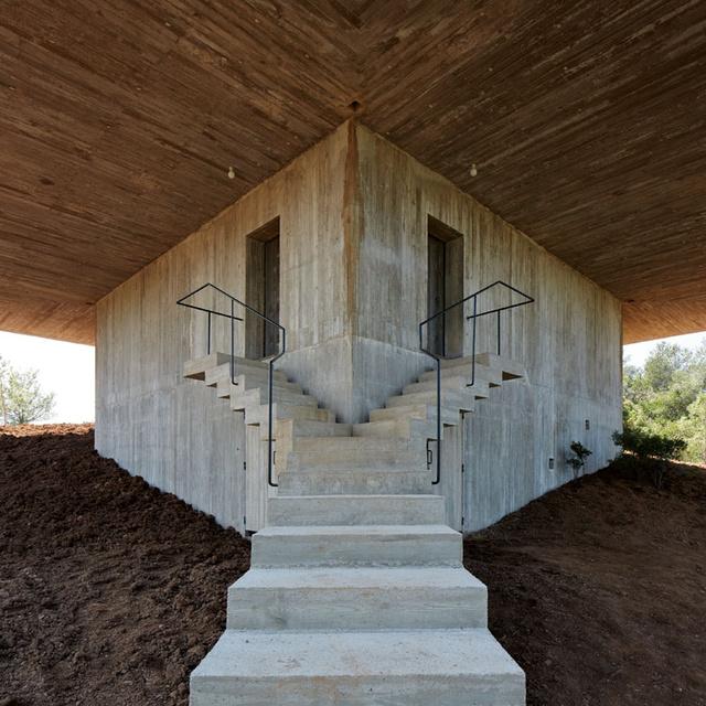 A chilei építész, Pezo Von Ellrichshausen családi házának lépcsője.