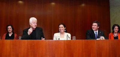 Gács Anna zsűritag, Csaplár Vilmos díjazott, Eszéki Erzsébet a program kidolgozója, Zatykó Péter az AEGON Magyarország Zrt. vezérigazgatója, Drevenka Edit, az AEGON pr-vezetője