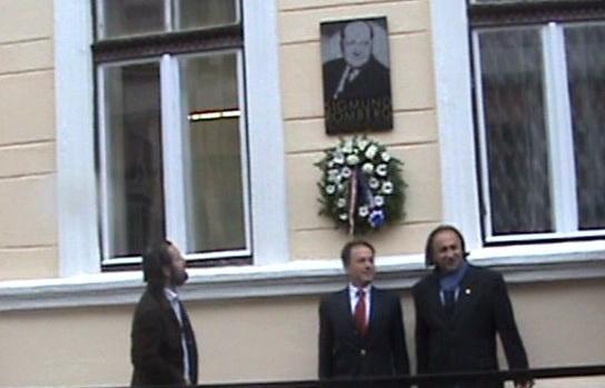 Ádám Krisztián, Simonyi András, Halász Gyula a Romberg-emléktábla avatásán. Fotó Kocsis Katalin