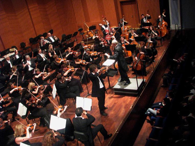 Miskolci Szimfonikus Zenekar, Banda Ádám (hegedű), Kovács László (vez.) Fotó: Végh Dániel