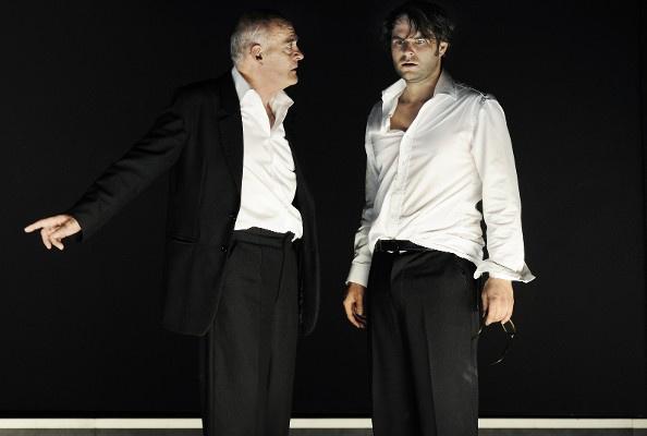Phaedra - Hans-Michael Rehberg (Theramenes), Philipp Hauß (Hippolytos) (Burgtheater - fotó: Tania Dorendorf)