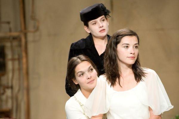 Három nővér - Szatmárnémeti Északi Színház Harag György Társulata