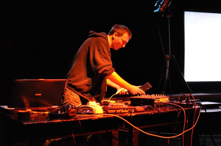 Zenial - zeniális zene laptopról