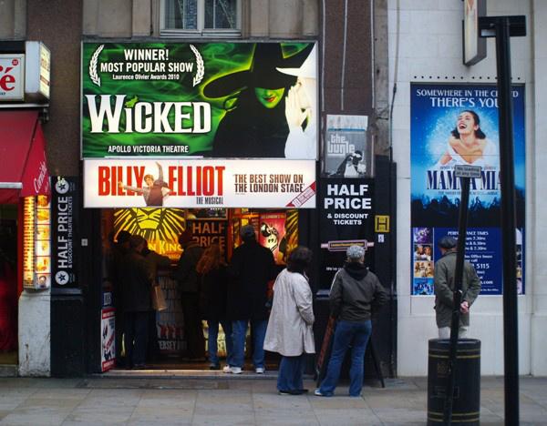 A Wicked a West Enden, az Apollo Victoriában
