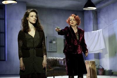 Liliom - Pető Kata, Steffi Kautz (Schauspielhaus Graz - fotó: Peter Manninger)