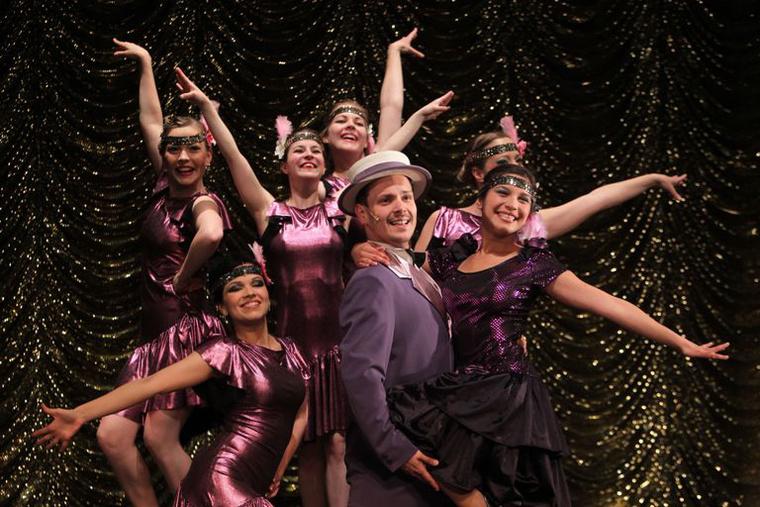 Ének az esőben - Pannon Várszínház