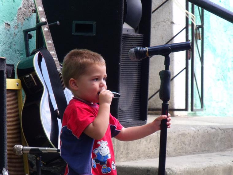 Rockabilly kid - soha nem lehet korán elég korán elkezdeni