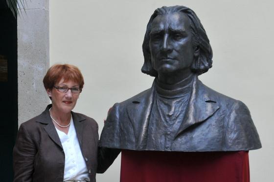 Gerő Katalin és a Liszt-szobor