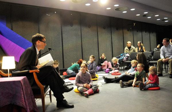 KönyvKaland - Műcsarnok (Dávid Ádám író mesét olvas, 2011. november 30.)