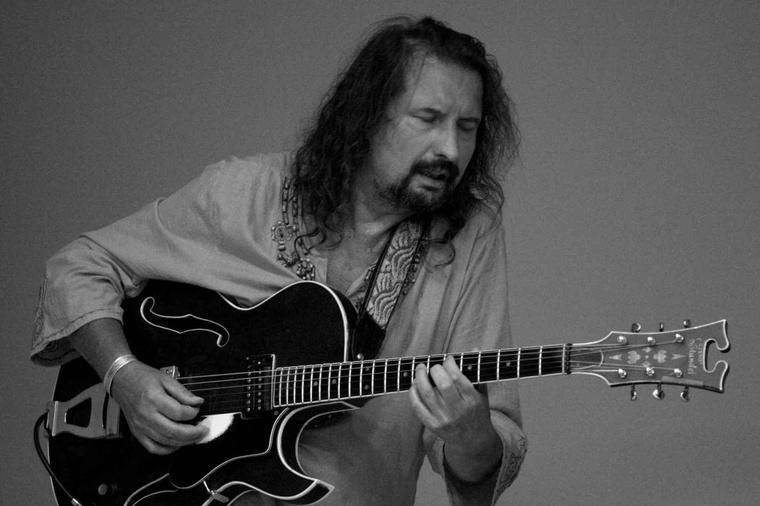 Gadó Gábor gitáros