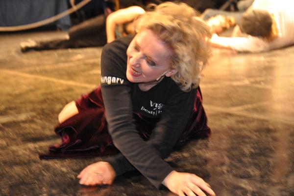 Maratoni tánc a Vígben - Eszenyi Enikő padlót fogott