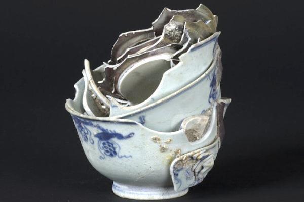 Cà Mau: Egy hajótörés porcelánjai (Zelnik István)