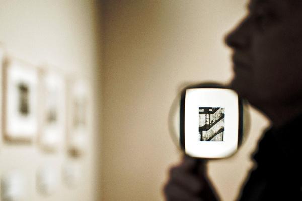 Kecskeméti Dávid: André Kertész kiállítás megnyitó (részlet) Művészet egyedi kategória I. díj, XXX. Magyar Sajtófotó Kiállítás - forrás: kecskemetidavid.blogspot.com