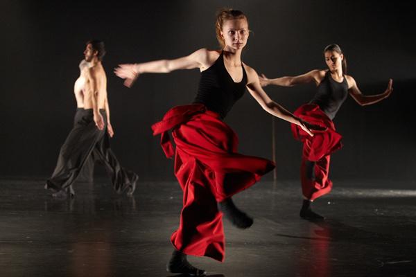 Közép-Európa Táncszínház - Gangaray Dance Company: ArTeRrOr