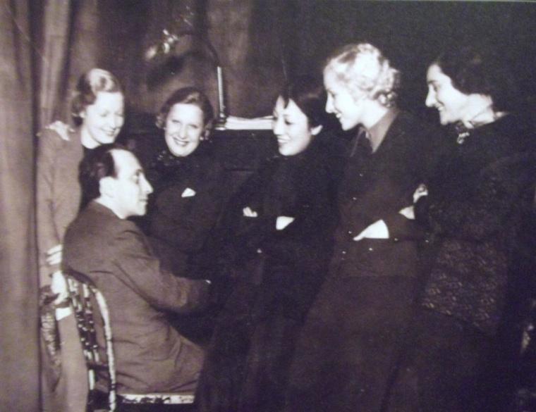 Ábrahám Pál színésznők gyűrűjében - Az operett világa - Osztrák Színházi Múzeum