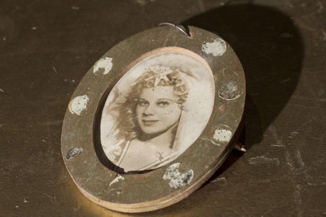 18. tétel Pamina-portré, Pamina szerepében Osváth Júlia - Jótékonysági árverés a Magyar Állami Operaházban