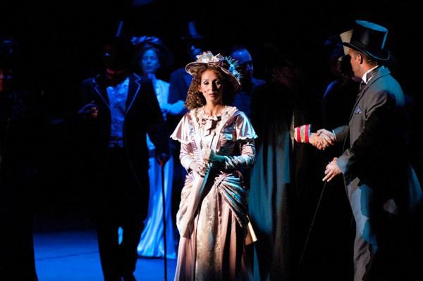 Középen Tunyogi Bernadett - Jekyll és Hyde