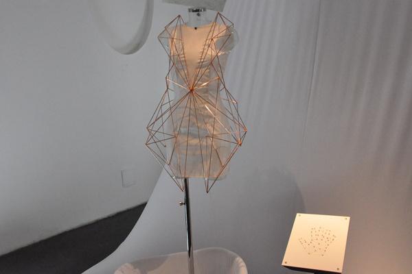 Melissa Coleman és Leonie Smelt: The Holy Dress