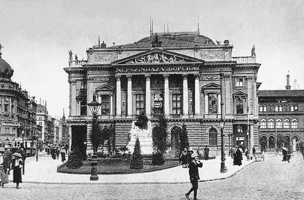 A Nemzeti Színház a Blaha Lujza téren