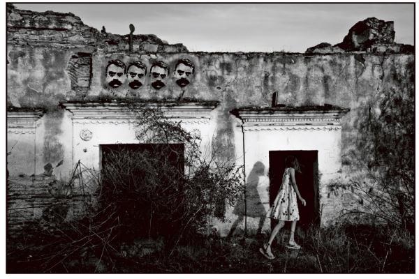 Nadja Massun: Alicia en el pais de Zapata (Mai Manó Ház)
