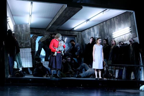 Jóembert keresünk - Vígszínház