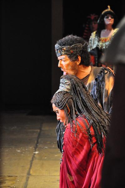 Kálmándi és Sümegi a színpadon - Az Operaház Kínában