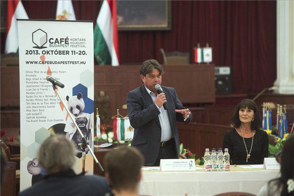 Csomós Miklós és Bán Teodóra a Café Budapest sajtótájékoztatóján