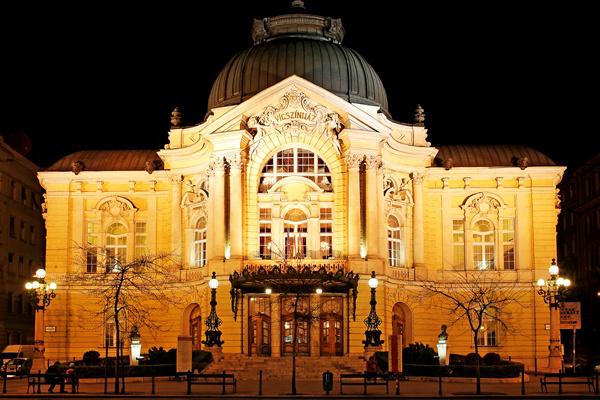 Vígszínház épülete