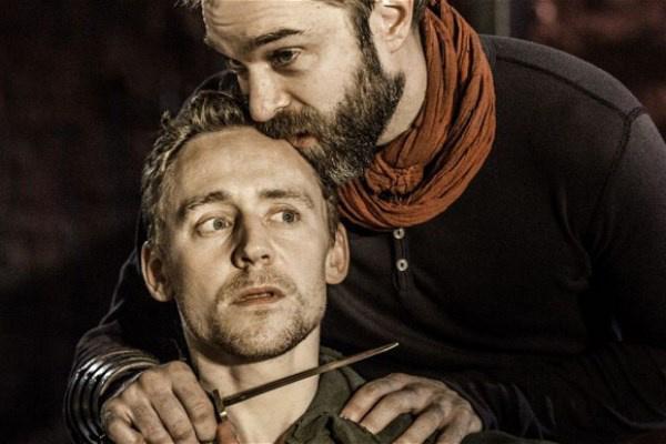 Tom Hiddleston és Hadley Fraser a Coriolanusban